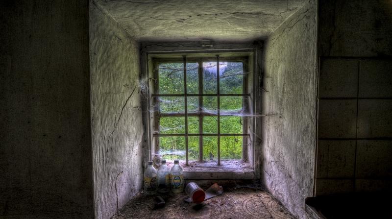 """""""Abandoned Cottage"""" © Flickr user  CraXplore"""