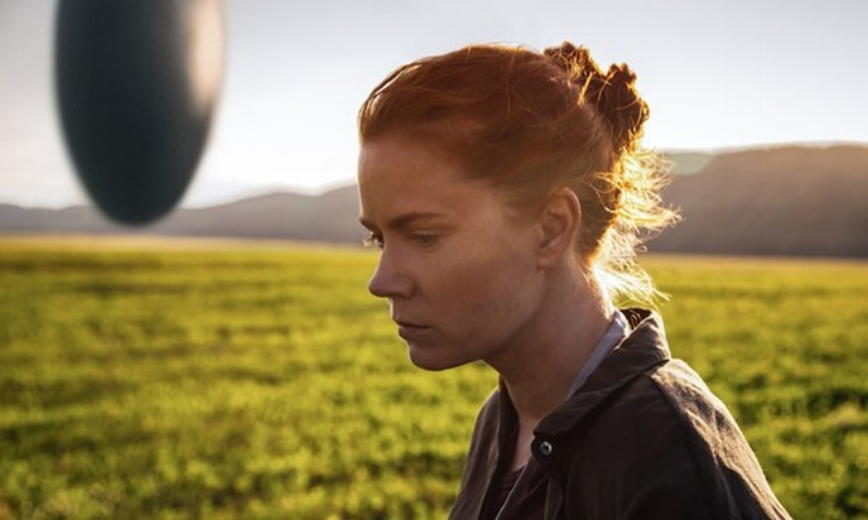 Amy Adams, in her most light-hearted moment in  Arrival (Image © Paramount/SONY)