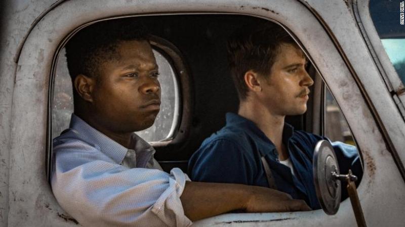 Jason Mitchell and Garrett Hedlund (Image © Netflix)