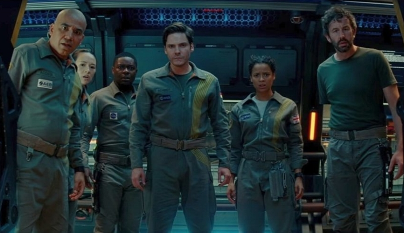 The cast of  The Cloverfield Paradox  (Image © Netflix)