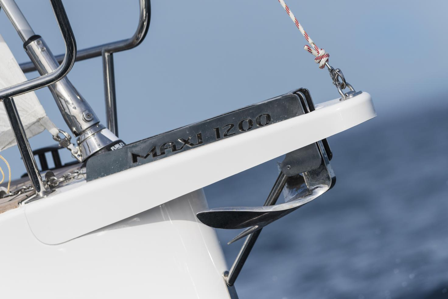 Maxi 1200 - Bow Sprit