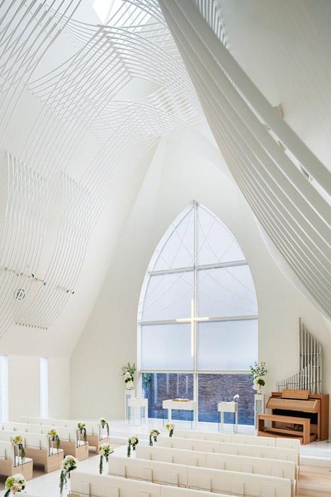 Chapel-in-Japan-by-Eriko-Kasahara_dezeen_468_4.jpg