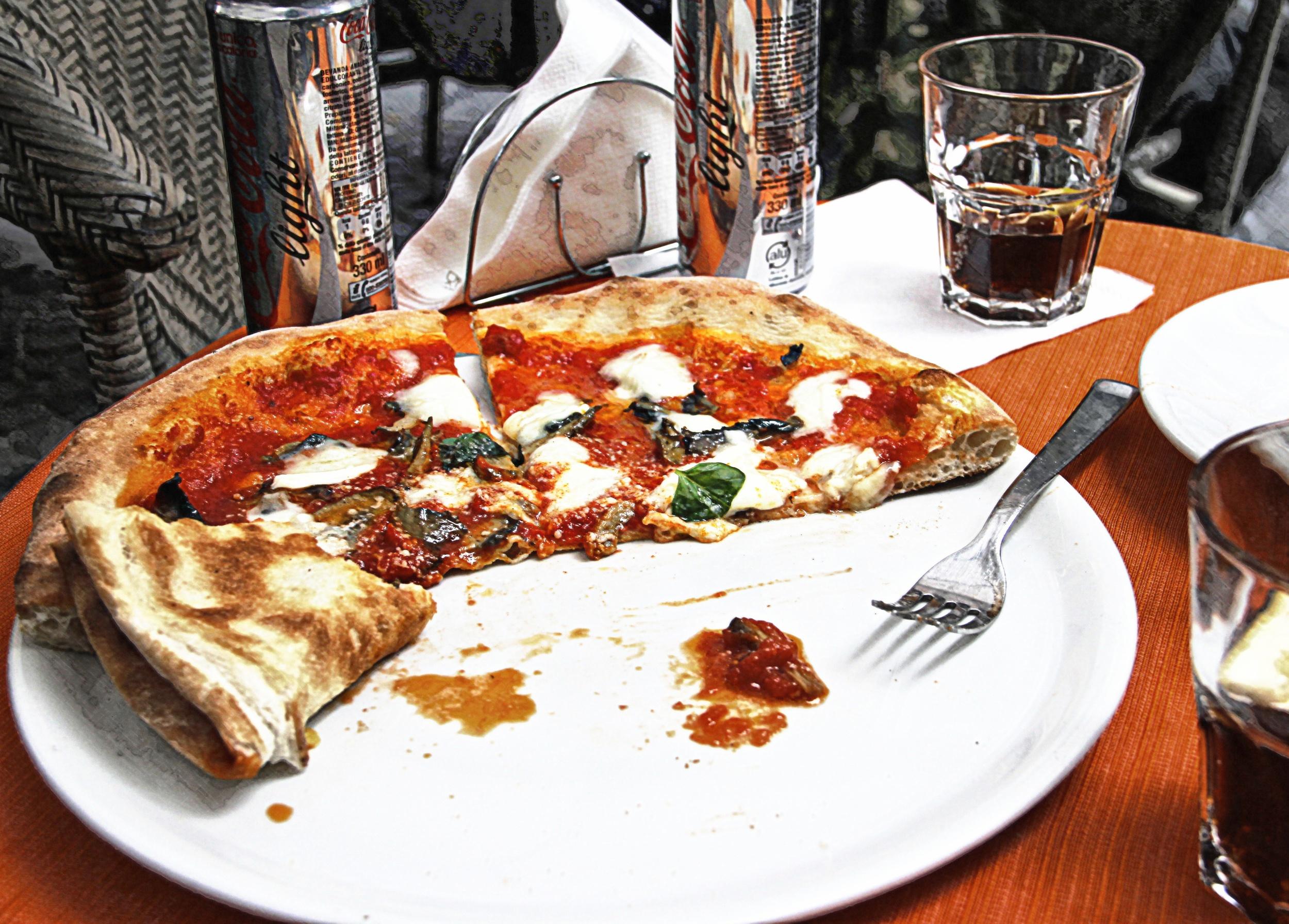 Sharing Pizza Margarita  E110