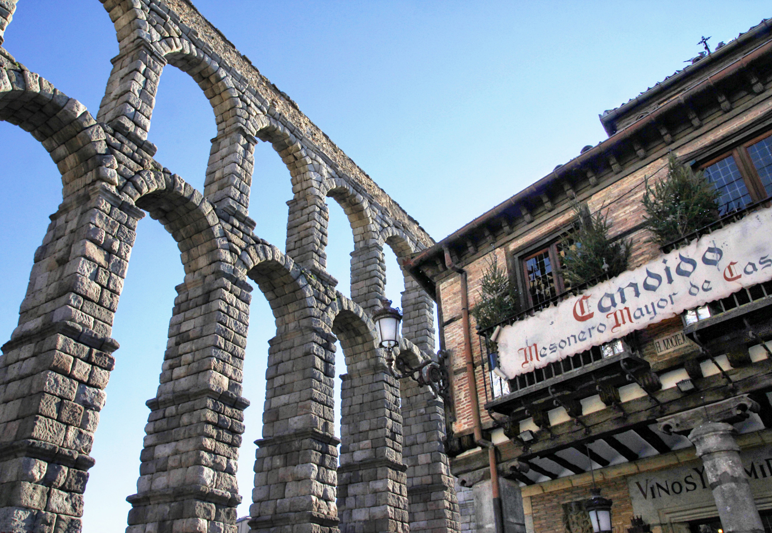 The Aqueduct & Meson de Candido  E114