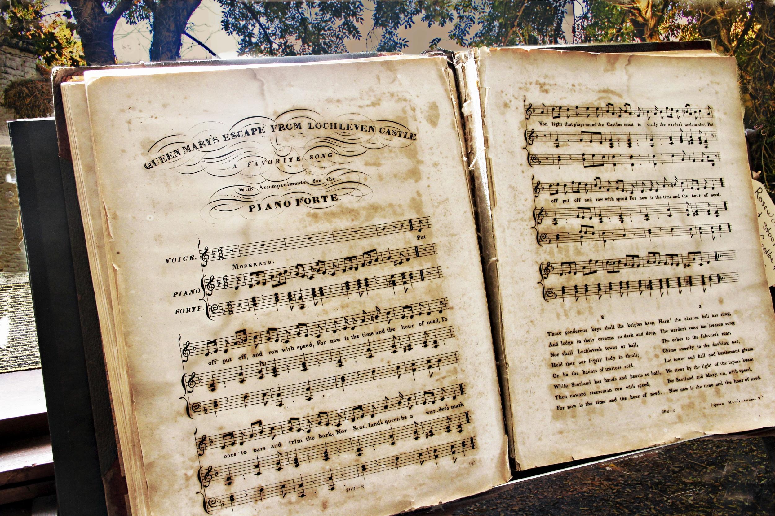 Sheet Music on Pianoforte  M102