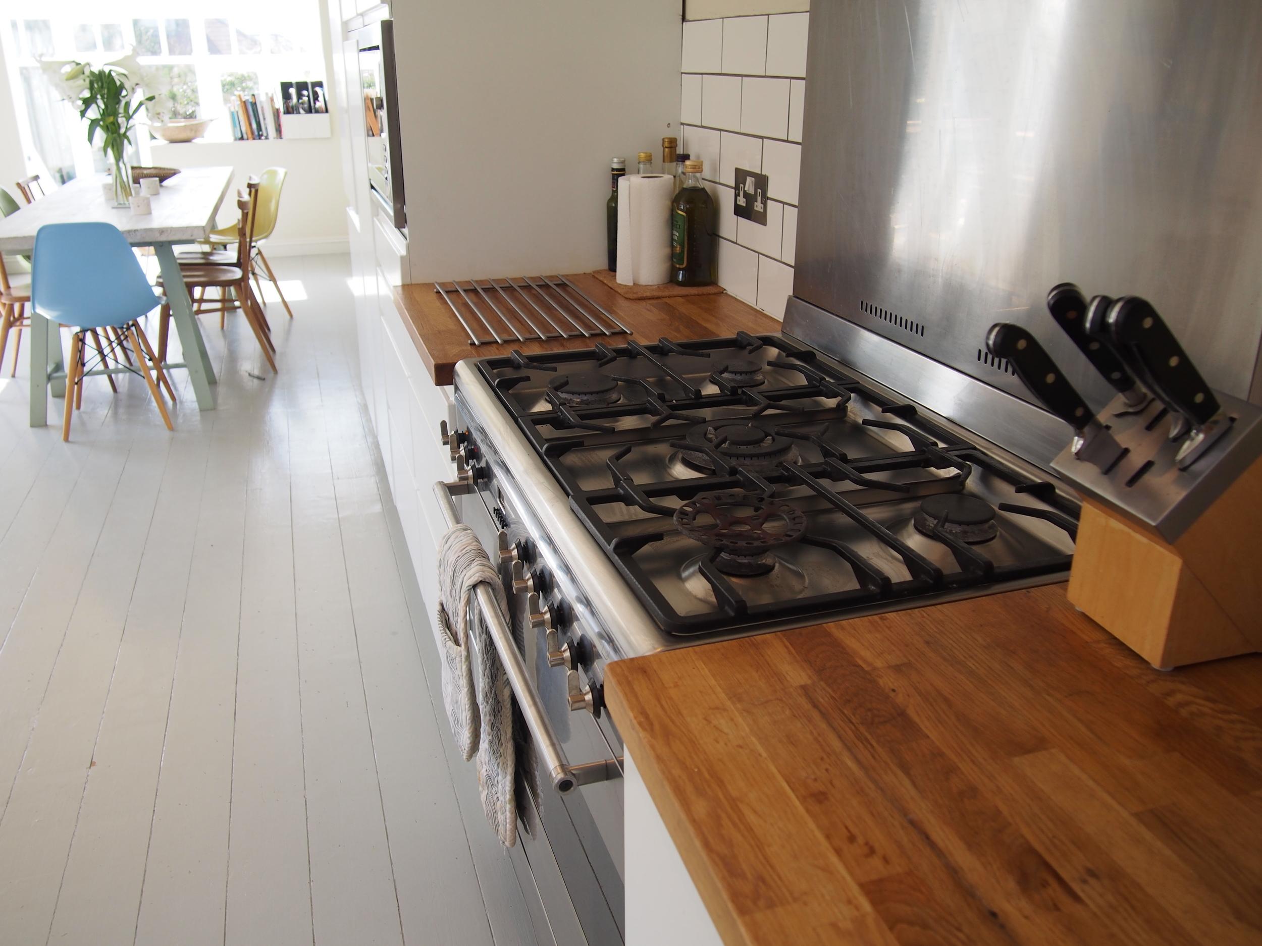 Kitchen range to dining area
