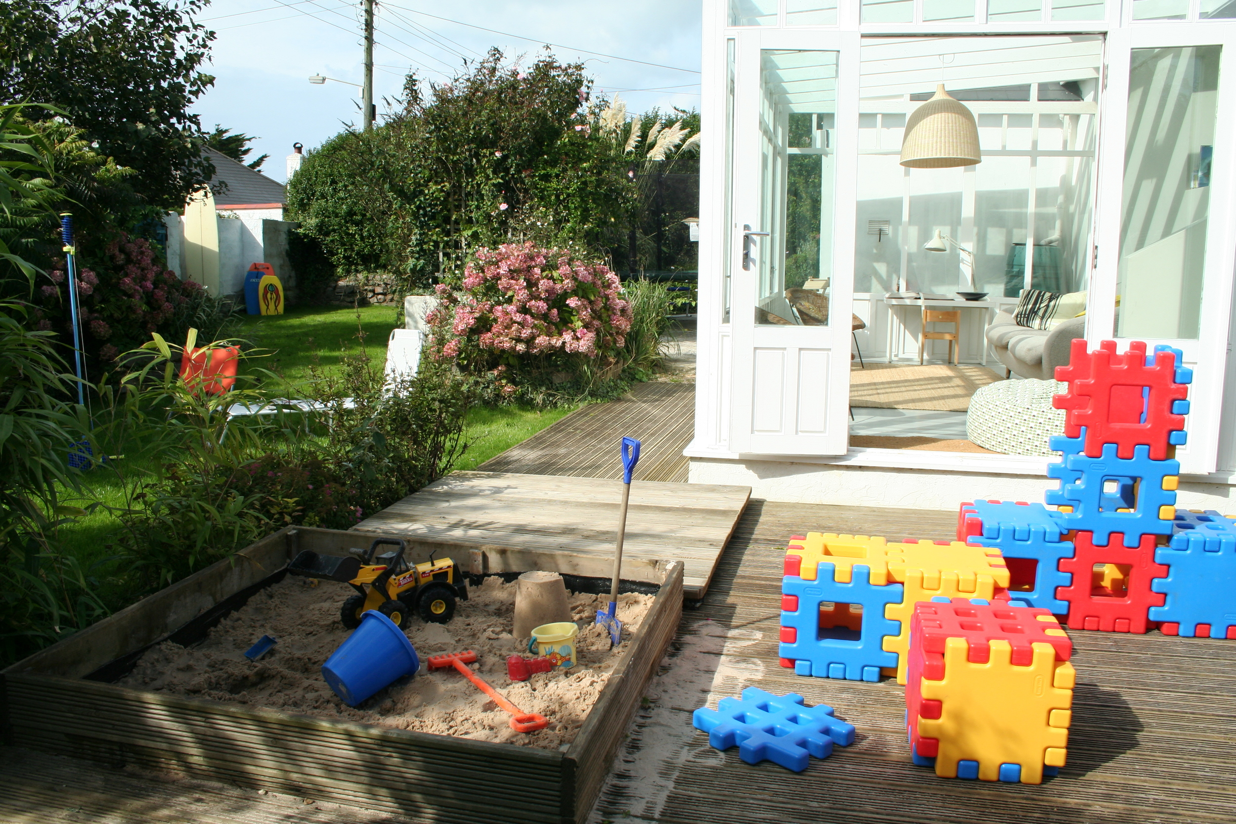 Garden view (pls note thsi deck and sandpit now replaced with stones)