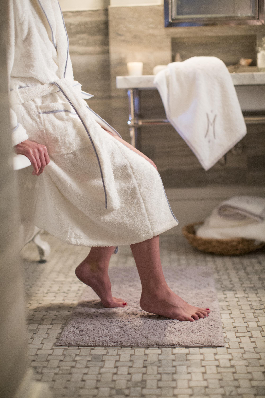 Woman_Bath_300dpi.jpg