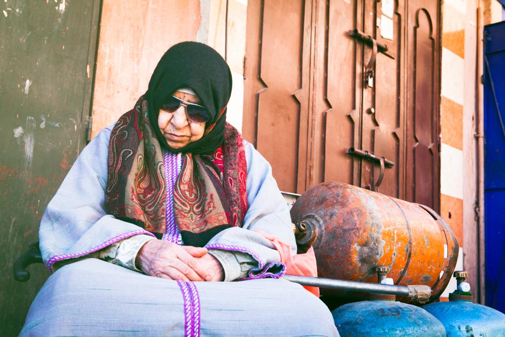 arabicwomansleepinginstreet.jpg