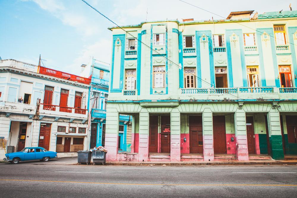 HavanaCubacolorfulbuildingsoldcars.jpg