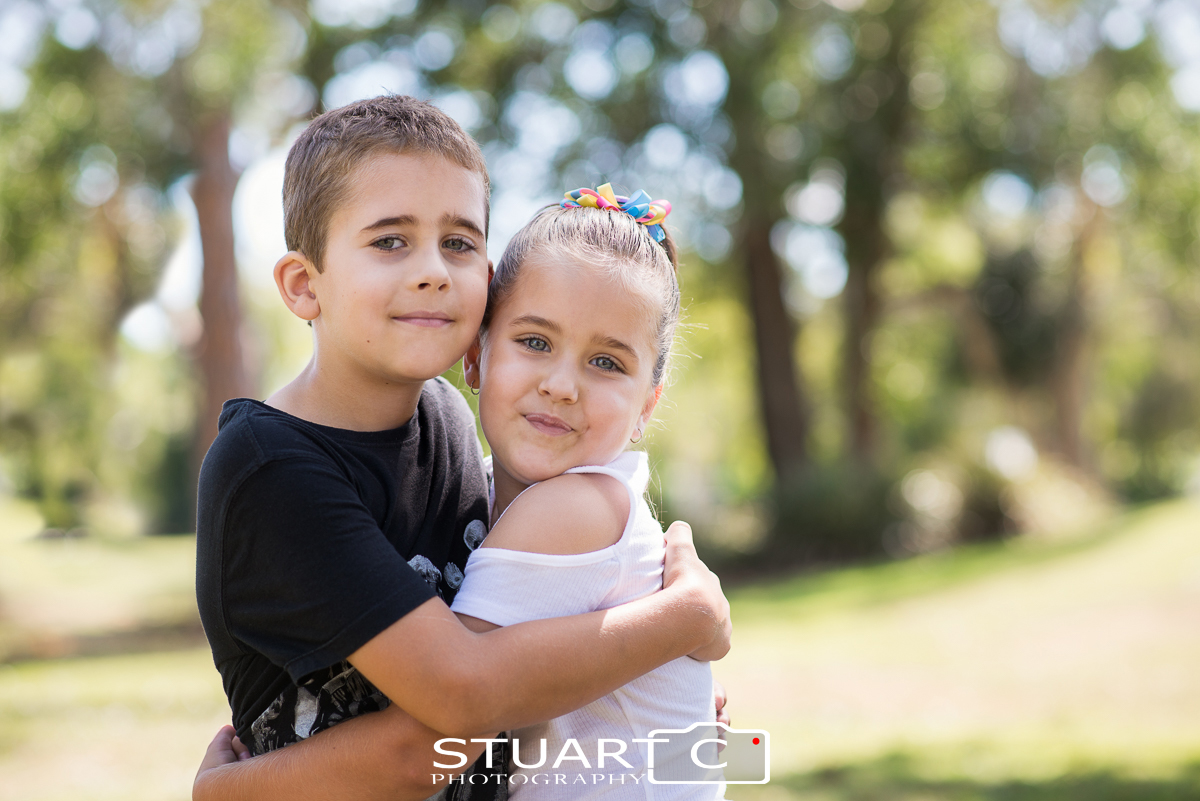 outdoor family portraits in clayton park off briggs avenue beachmere