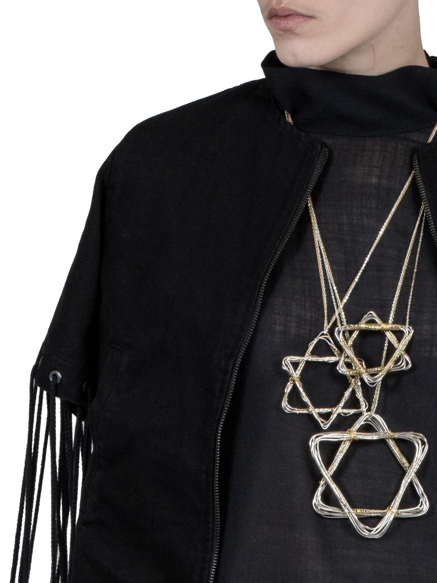 En av jakkene er i denim, fordi Rabinowitz var en av de første til å importere dongeri-jakker til Haugesund.