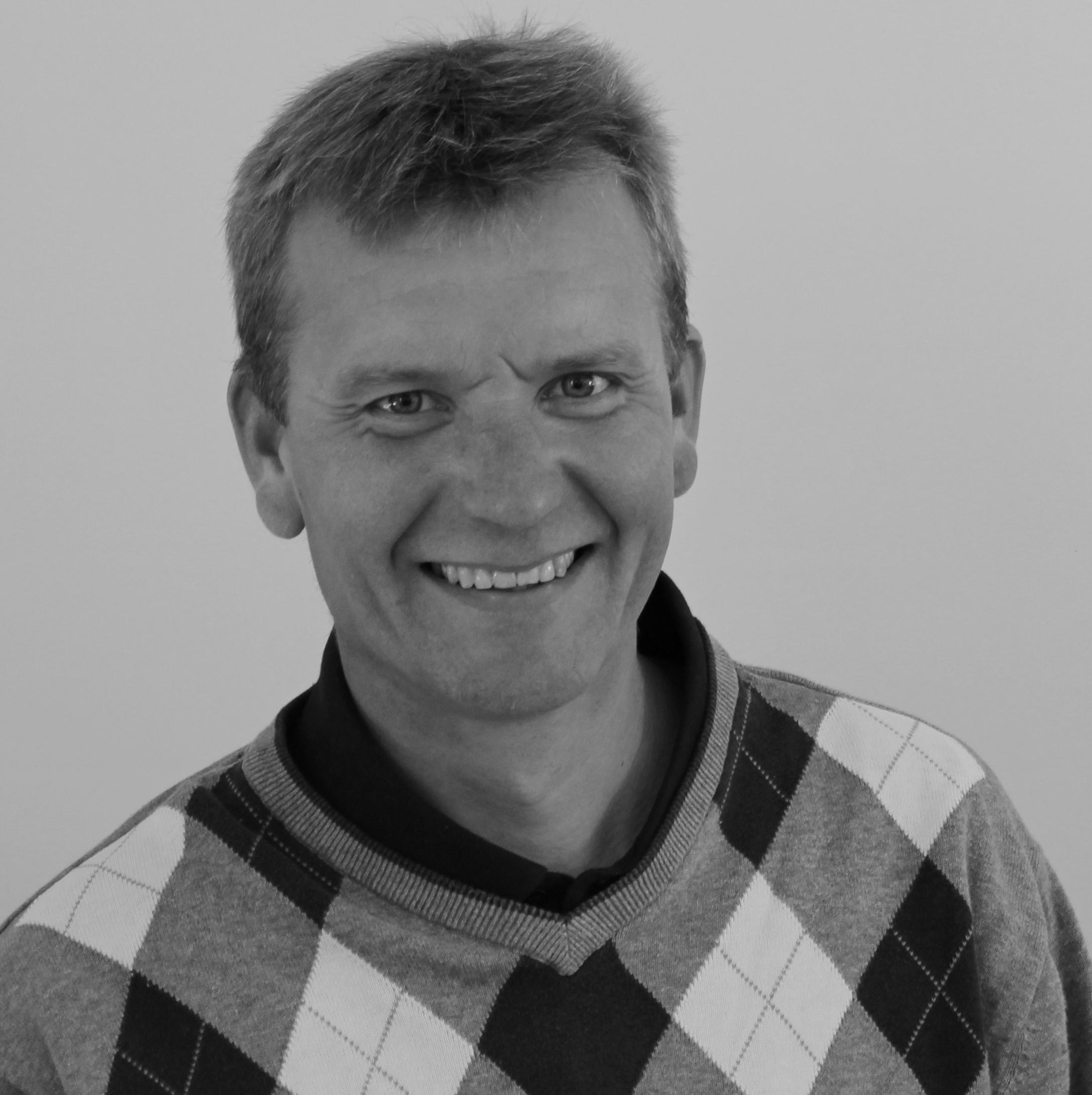 Aage Smedegaard (AS )  Lærer,   Tlf: 54 60 40 40   as@bindernaes.dk