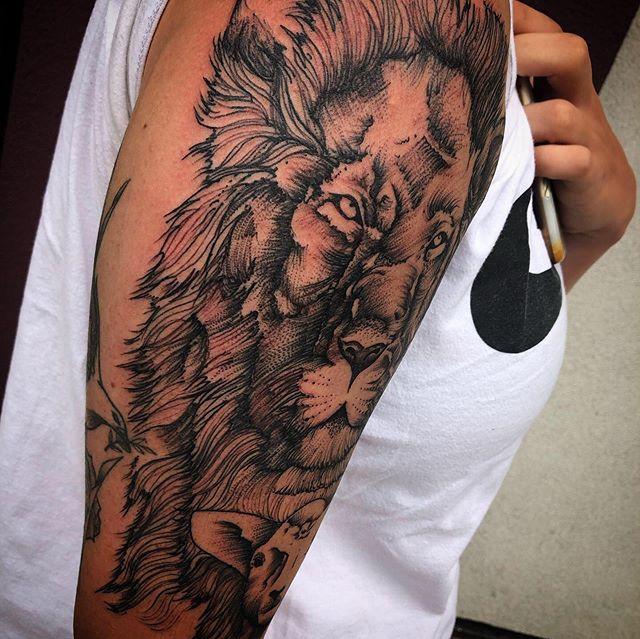 Lion and lamb I fun doing last week #3rdhearttattoo #ryanboomhower_tattoo #girlswithtattoos #blackandgreytattoo