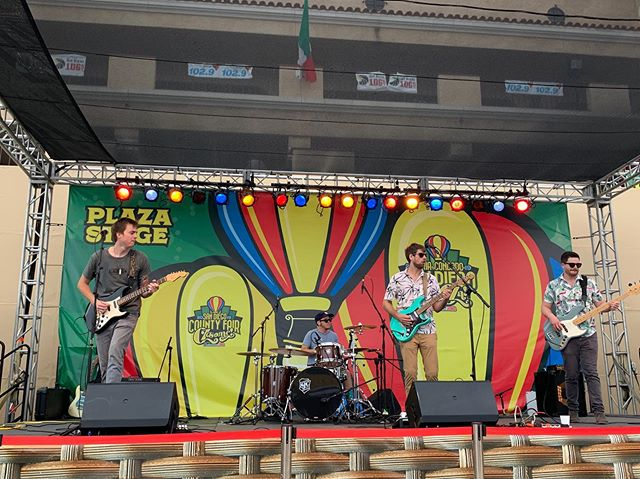 Farted at the @sandiegocountyfair and I think it was out of time or key or something. The whole band knew.