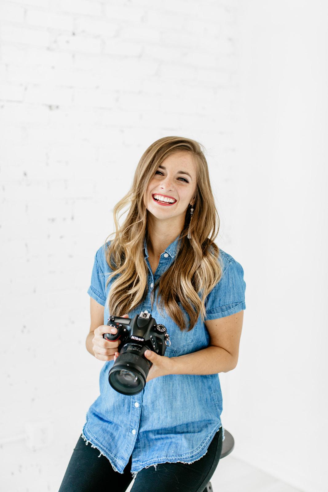 Alexa-Vossler-Photo_Dallas-Headshot-Photographer_Photographer-Headshots-at-The-Lumen-Room_Kelcy-Enriquez-4.jpg