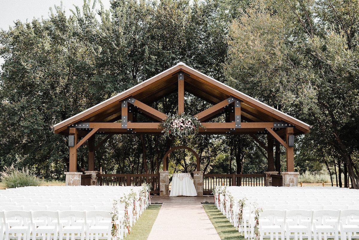 Oklahoma wedding photographer, Oklahoma wedding venue, barn wedding
