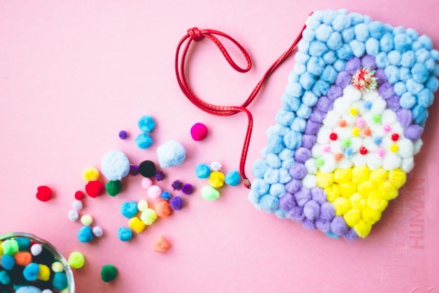 DIY Pom Pom Purse (2 of 4).jpg