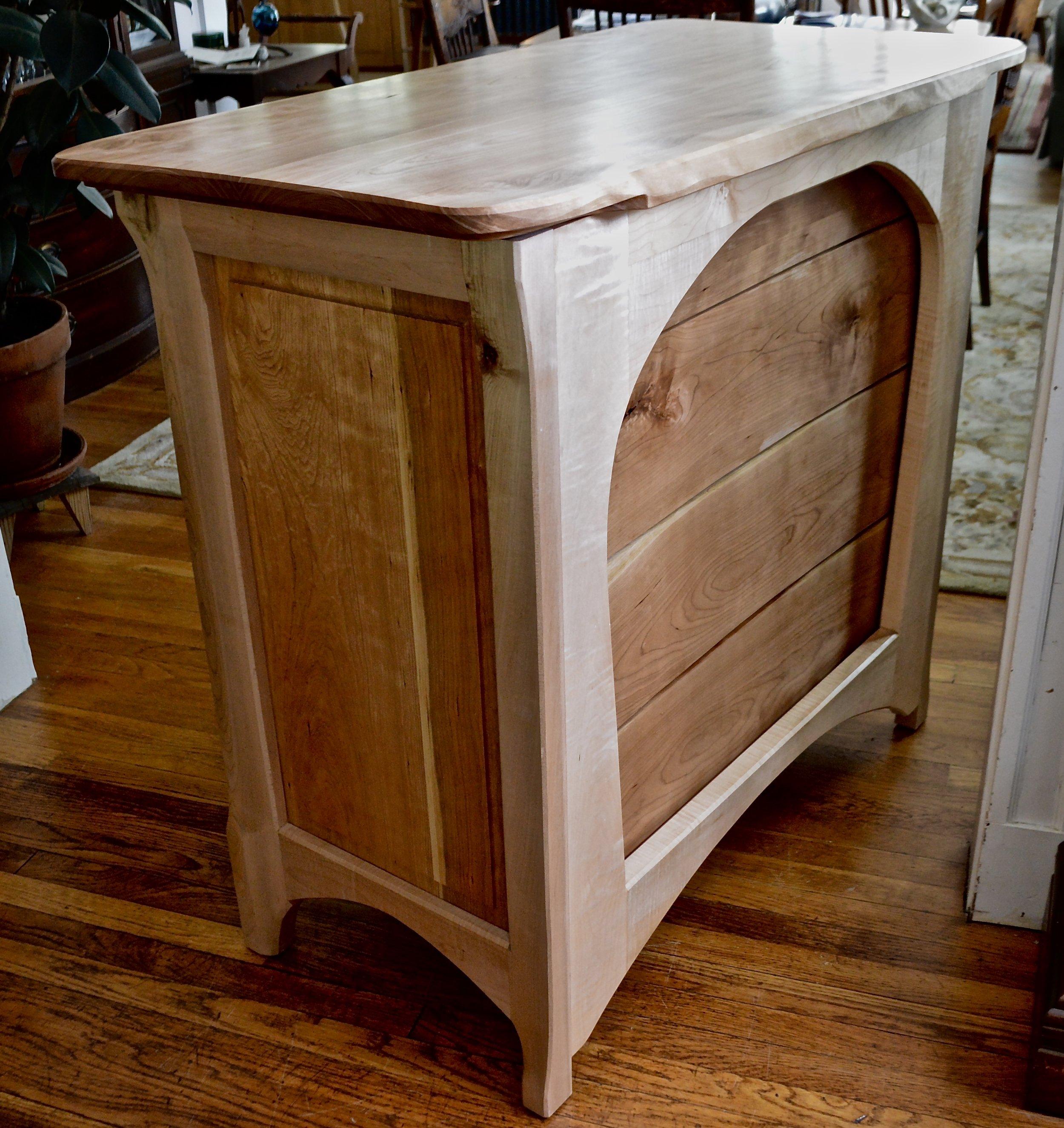 carved drawer backs belly in, arched back frame