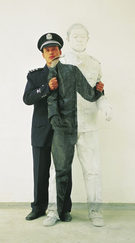 liu-bolin-art-hi-res-hide-in-the-city-china-camouflage-painting-3.jpg