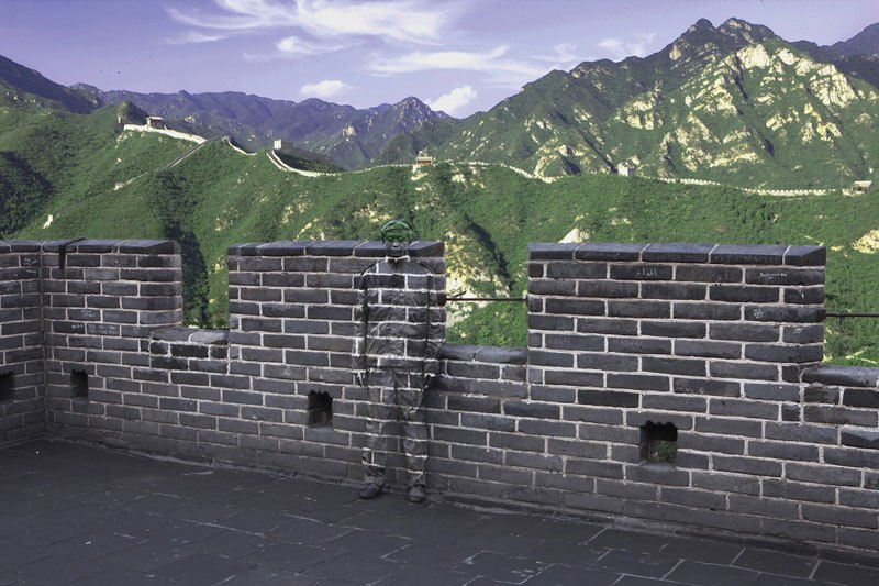 liu-bolin-art-hi-res-hide-in-the-city-china-camouflage-painting-14.jpg