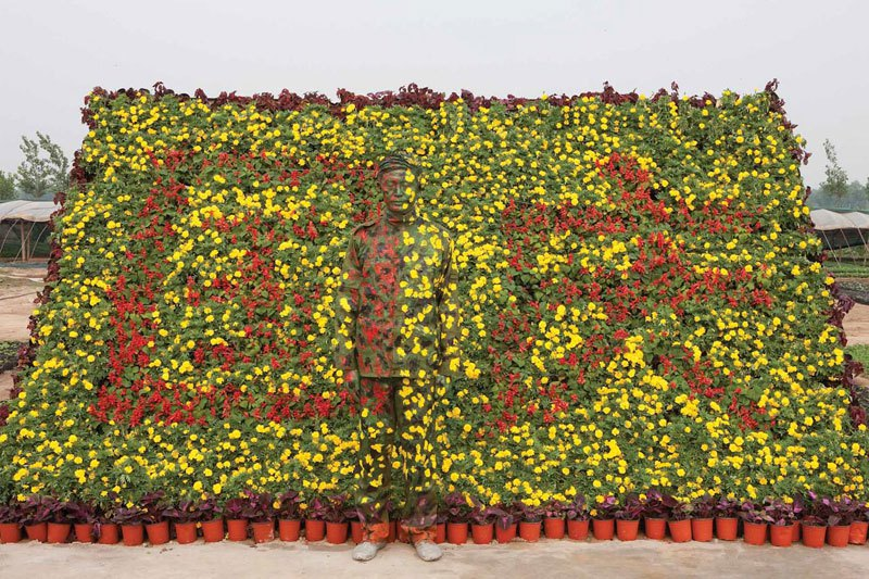 liu-bolin-art-hi-res-hide-in-the-city-china-camouflage-painting-13.jpg