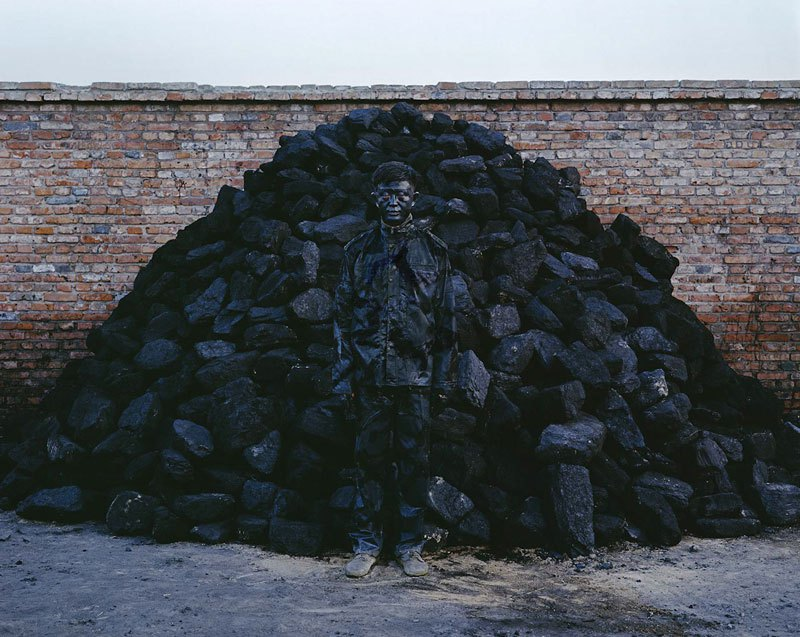 liu-bolin-art-hi-res-hide-in-the-city-china-camouflage-painting-18.jpg