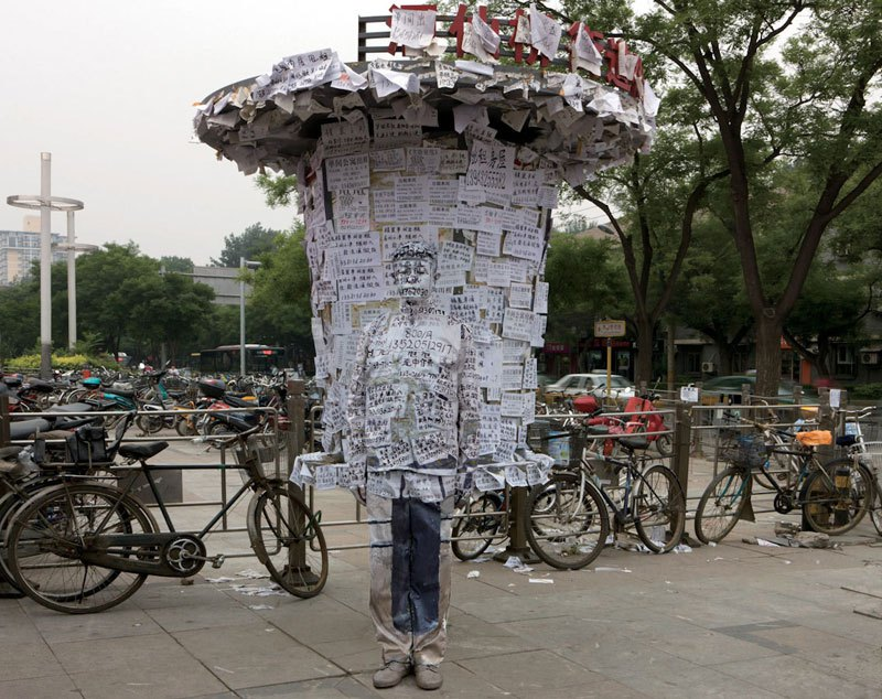 liu-bolin-art-hi-res-hide-in-the-city-china-camouflage-painting-20.jpg