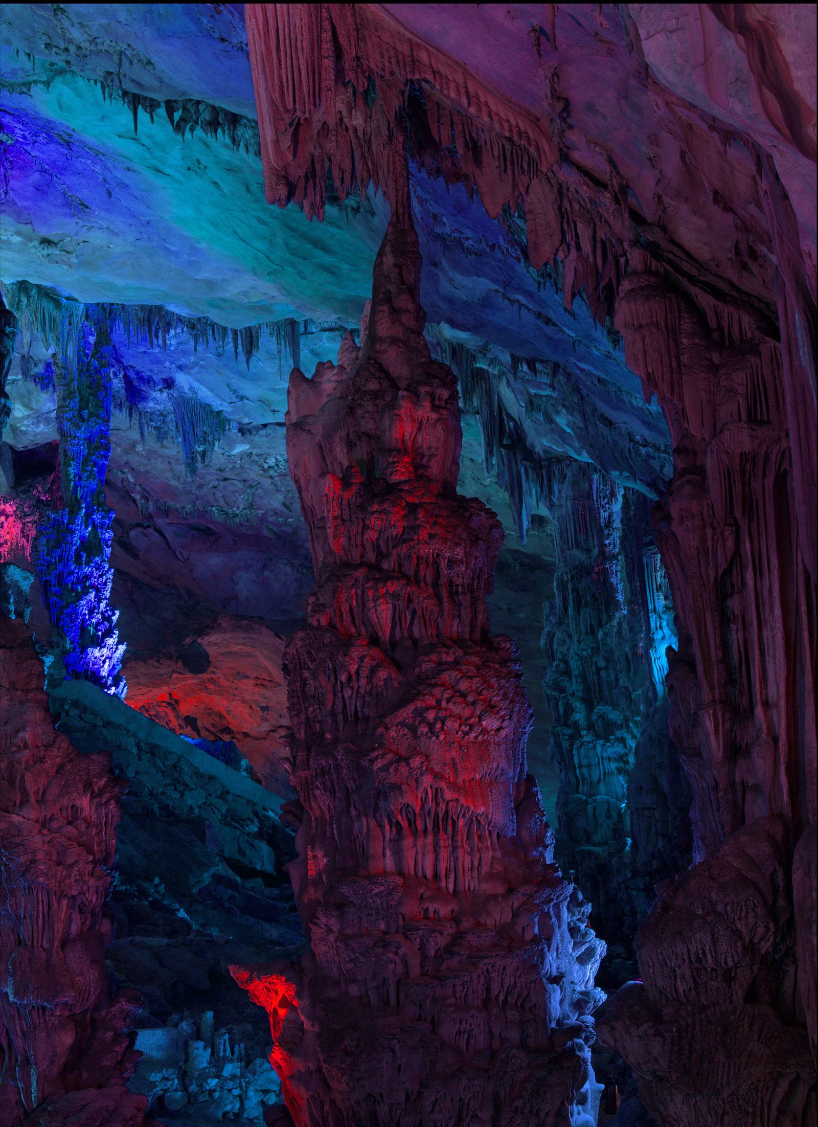 10476-13107950-Cave_V_web_11_jpg.jpg