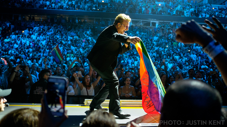 Bono picks up David's flag