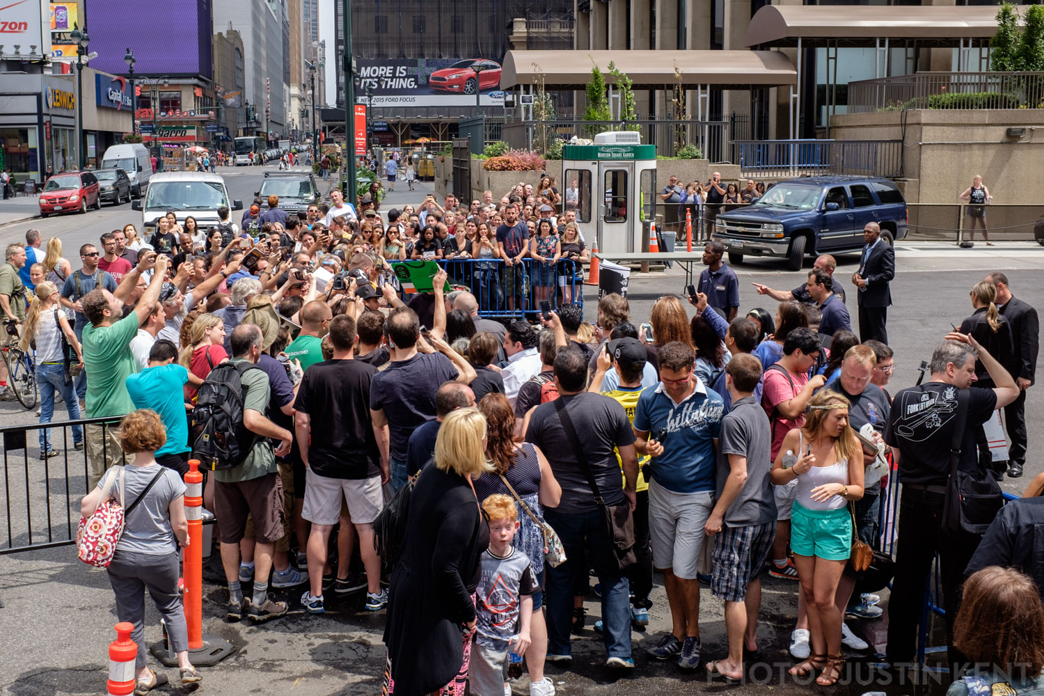 Autograph signing outside of MSG loading dock