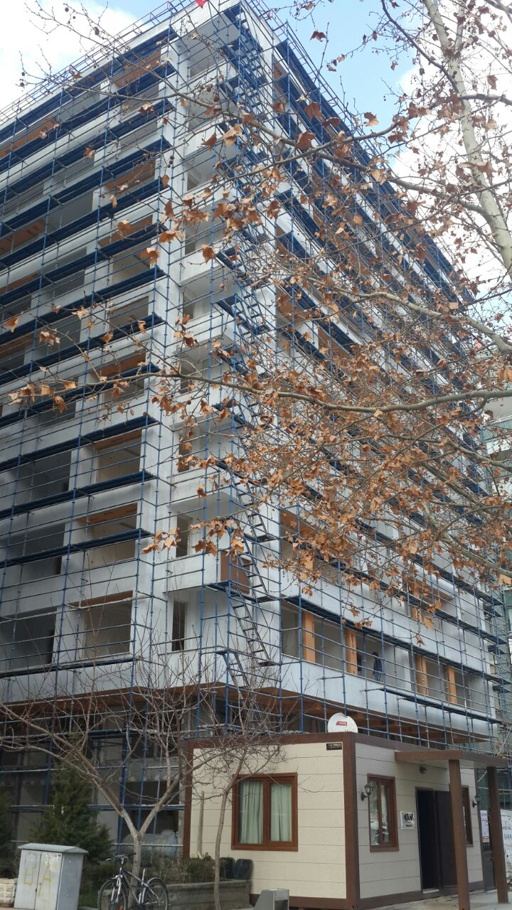 Zümrüt Apartmanı'nın yerinde bugün yeni bir apartman yükseliyor (16 Şubat 2015)      Bilgi Edinme Kanunu kapsamında AFAD'a yapılan başvuru sonrası, Zümrüt Apartmanı'nda hayatını kaybedenlerin tam listesi tarafımıza iletildi. Liste ve başvuru onay metni için aşağıdaki fotoğraflardan yararlanabilirsiniz: