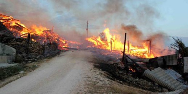 fotoğraf: yakılan bir köy