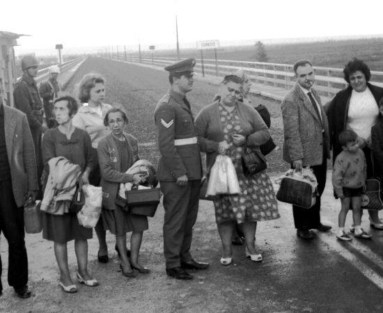 fotoğraf: 1964 Yunanistan Sürgünü Rumlar (Kaynak:  http://1964.babilder.org/ )