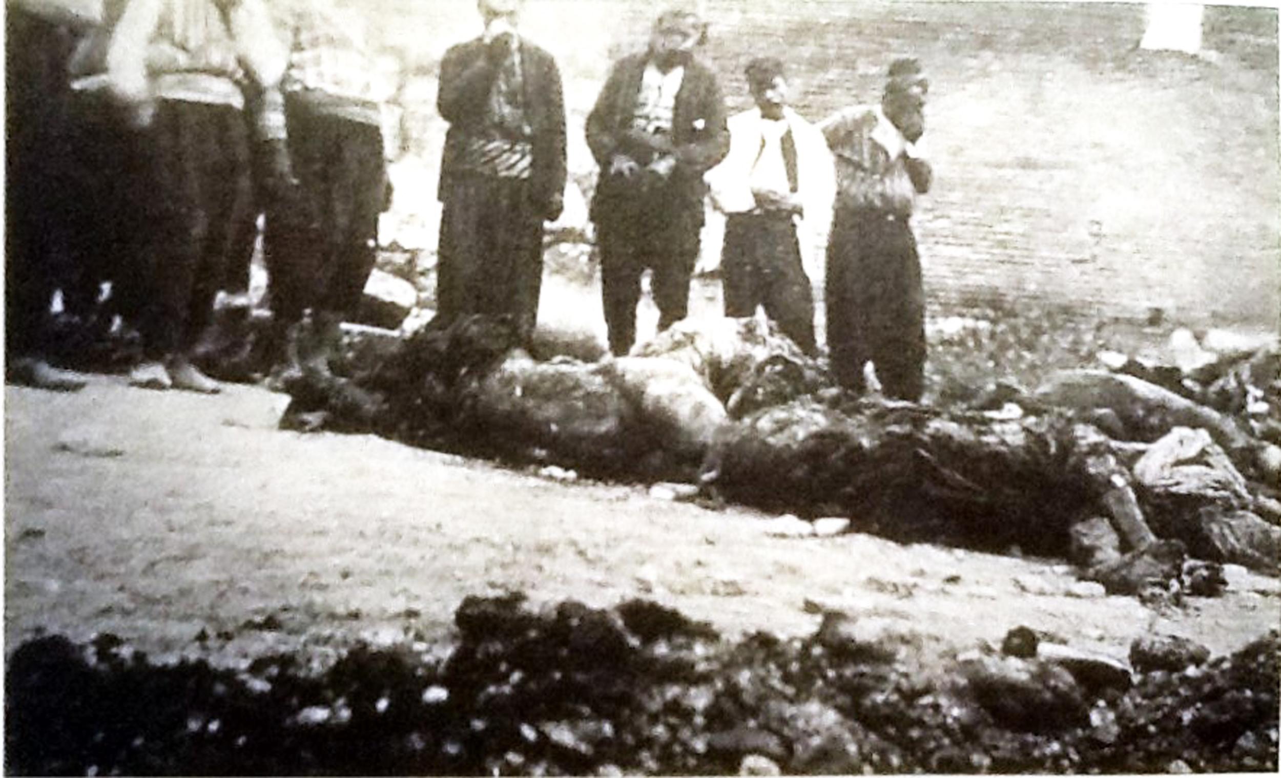 Adana Katliamı 1909 hıristiyan Cesetleri.jpg