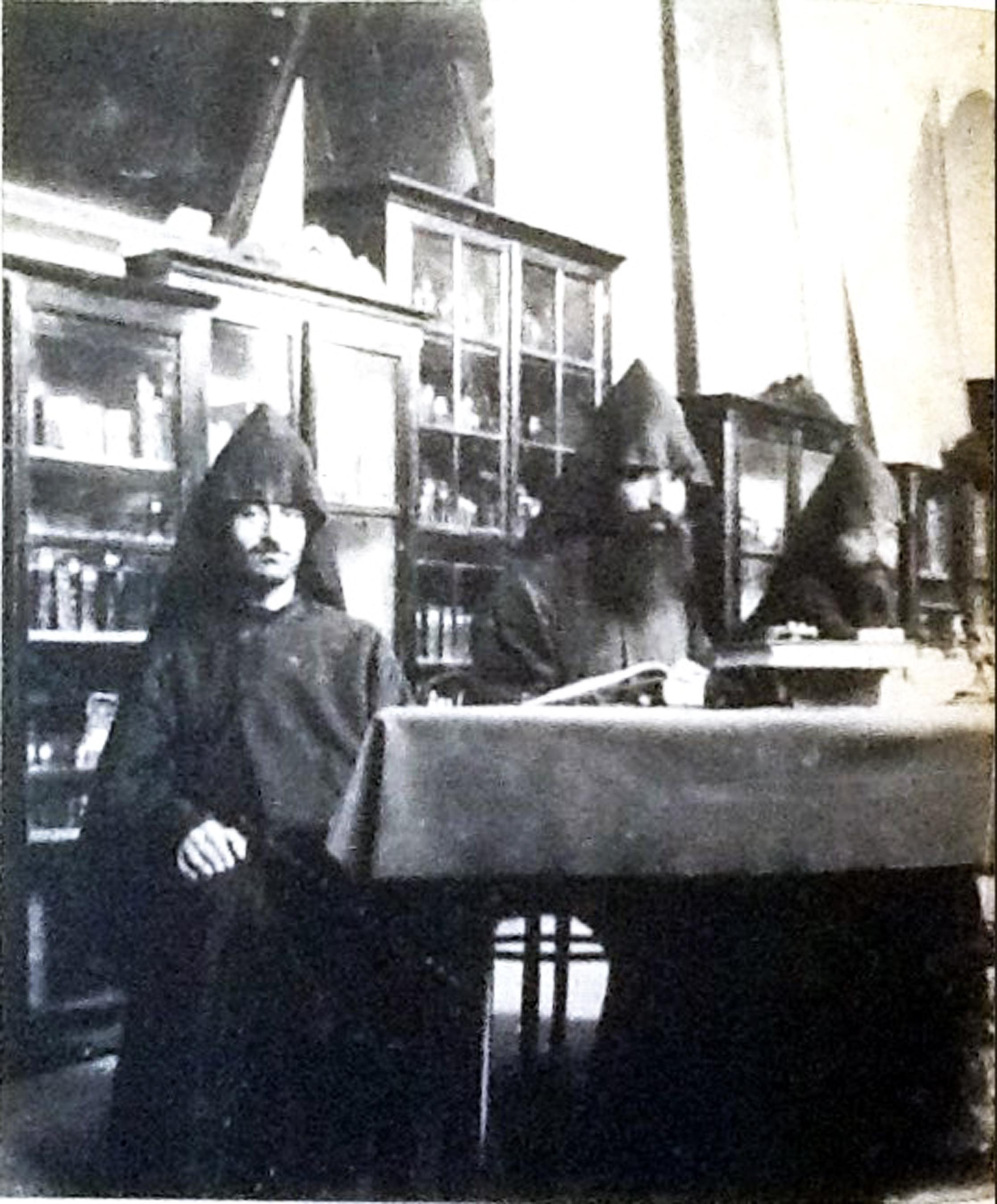 İstanbul Galata Ermeni kütüphanesi.jpg