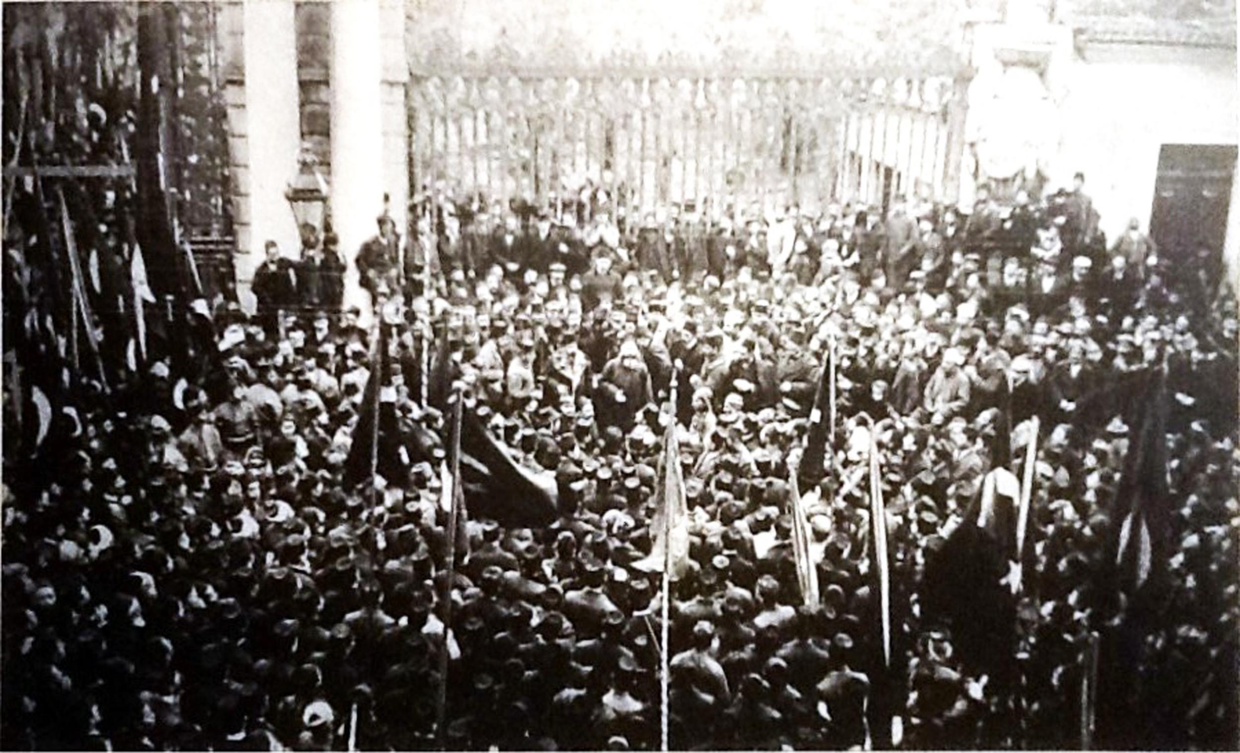 İstanbul Galatasaray Lisesi Önü Ermeni Toplantısı.jpg