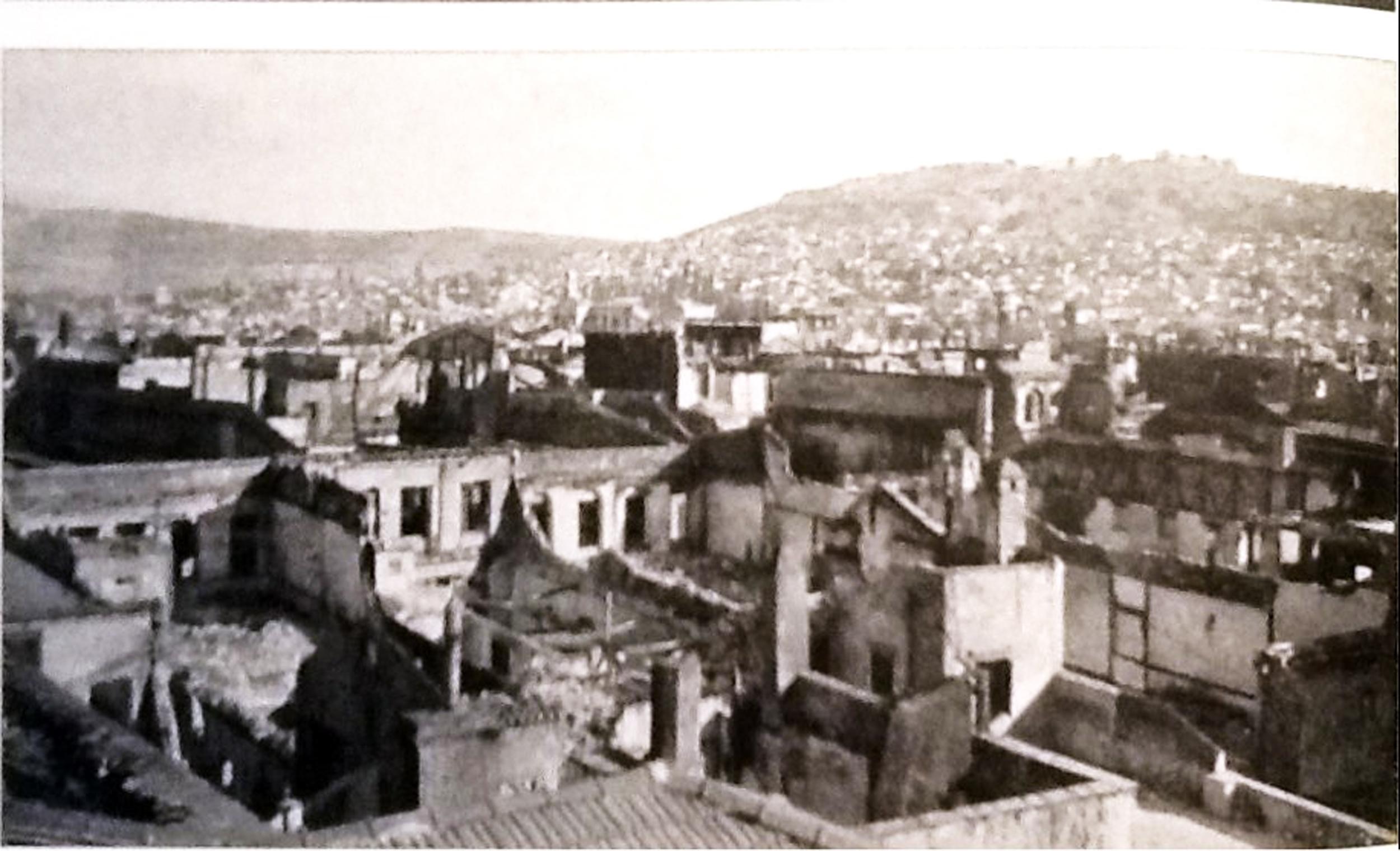 İzmir Tahrip Edilen Hıristiyan Mahallesi 1922.jpg