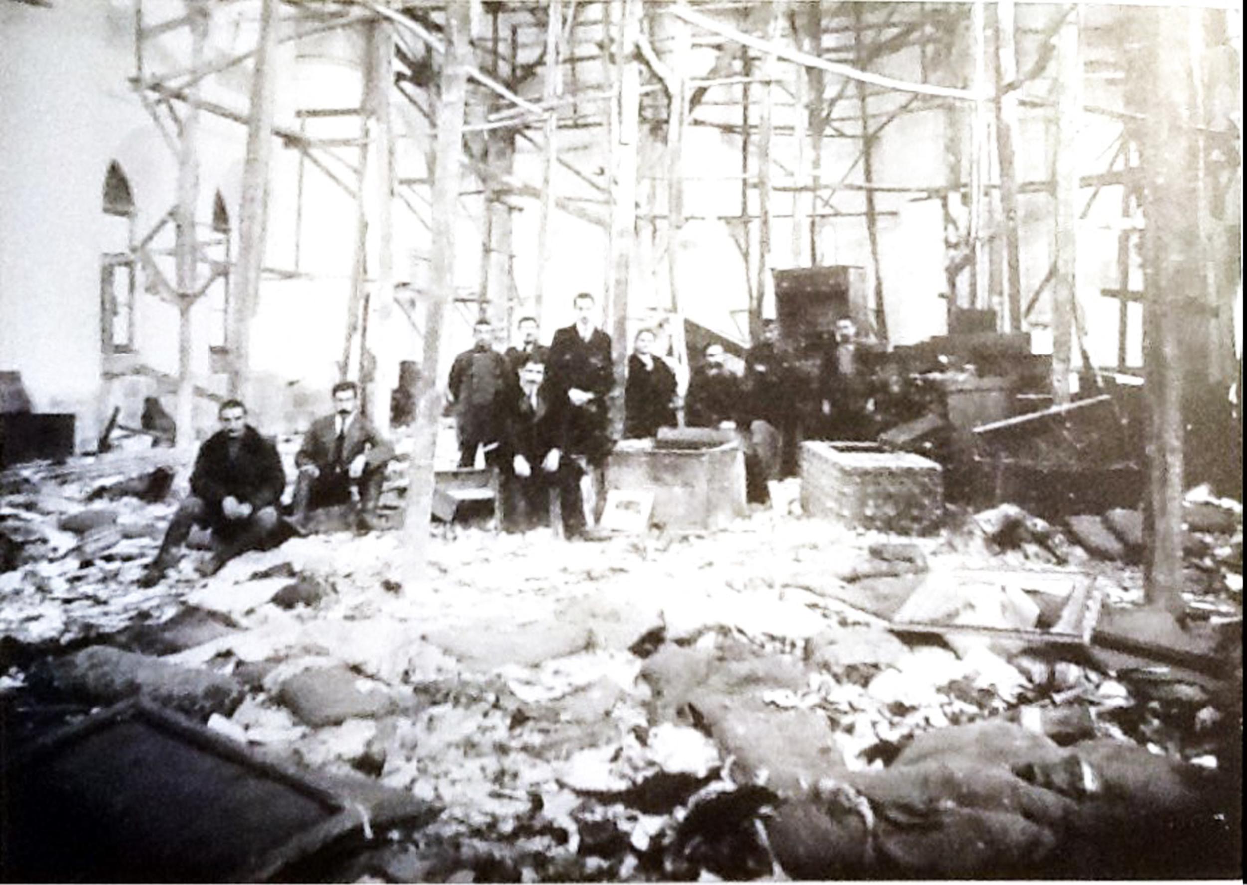 Trabzon Surp Istepannos Kilisesi 1915te el konulan ermeni malları katliam sonrası.jpg