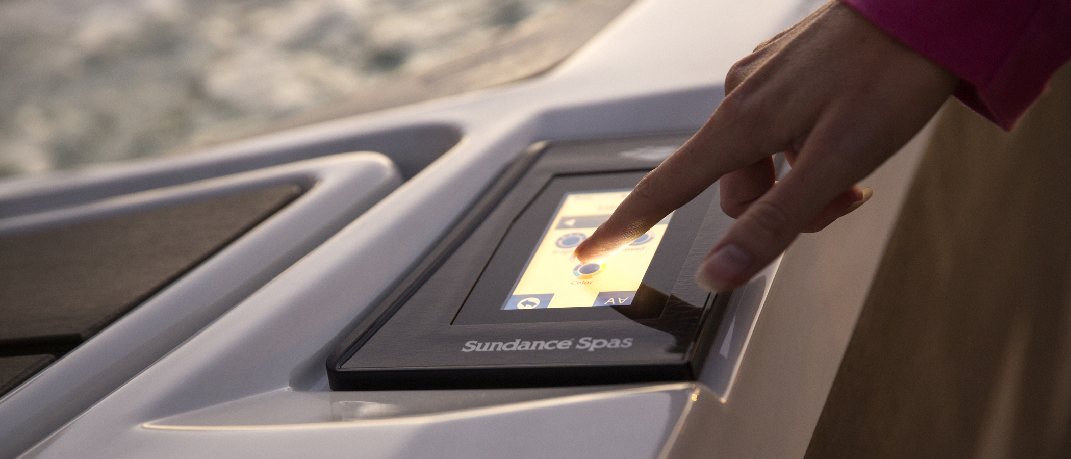 Controls and SmartTub™ System - Advanced i-Touch Glass Control panel with illuminated smartphone-inspired design eases use day or night and includes the SmartTub™ System for remote control and monitoring convenience.