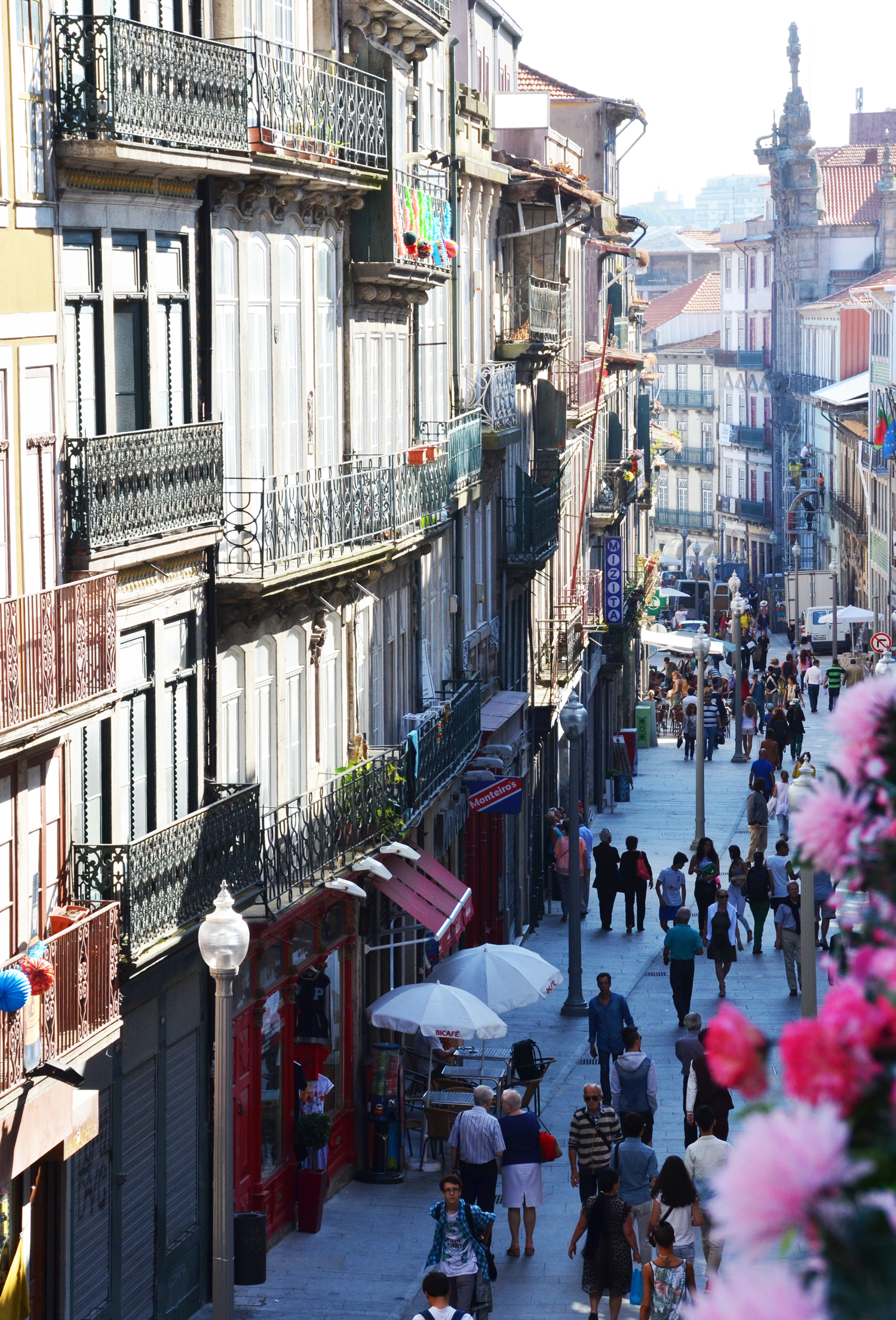 cozy-streets-of-porto-portugal.png