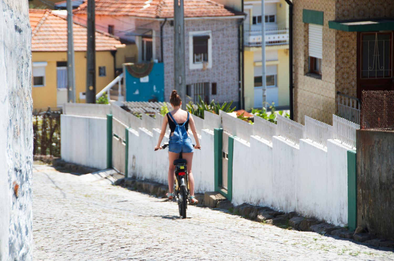explore-porto-portugal-via-bike.png