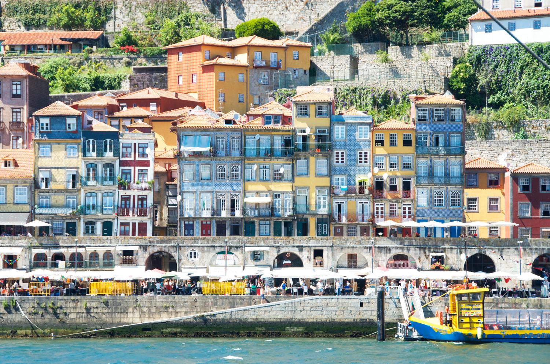 buildings-porto-portugal.png