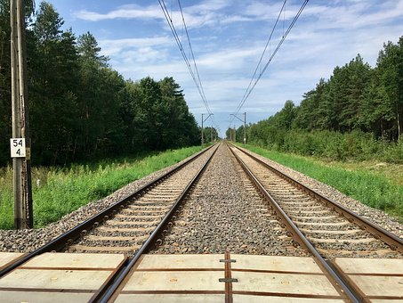tracks-2796156__340.jpg