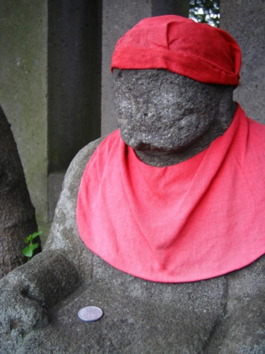 Weathered, faceless Jizo. Scary as fuck, right? I'm not sure who offered that 1-yen coin, but I'm pretty sure faceless Jizo feels nothing but insult at the gesture and will smite that person's entire family tree.