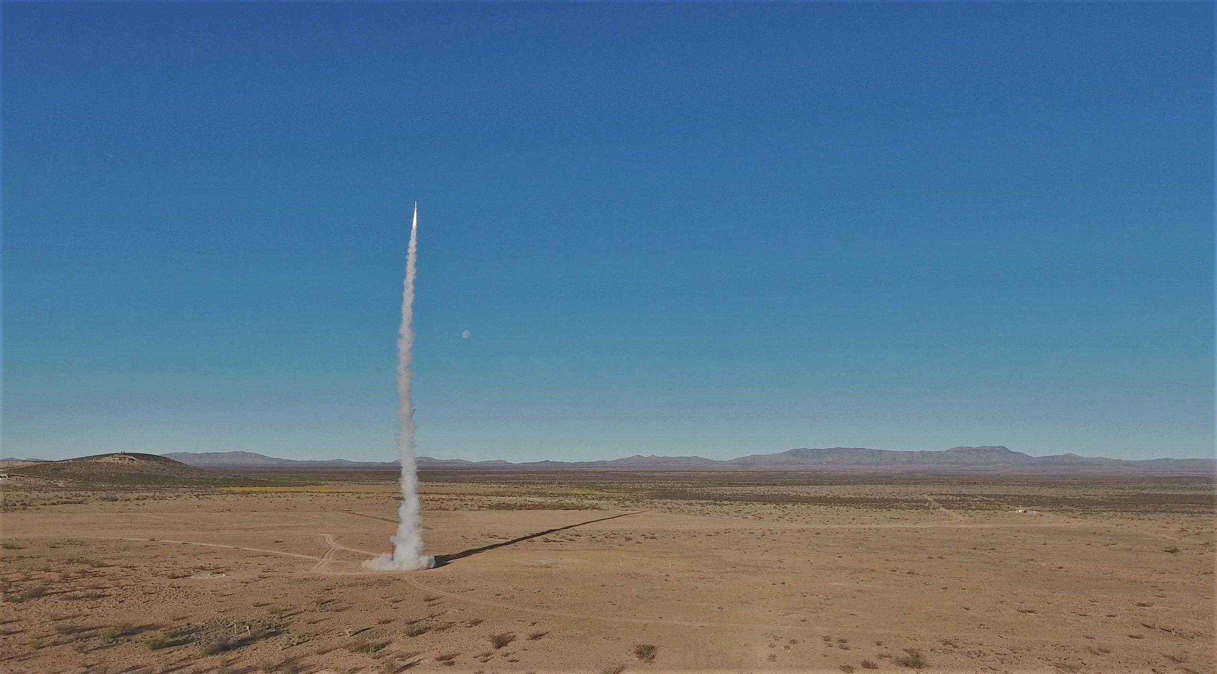 空间!betway88旅行者IV是第一个完全由学生设计和制造的火箭,通过Kármán线
