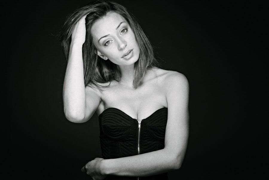 black-and-white-model-lookbook-daniel-bilsborough-002.jpg