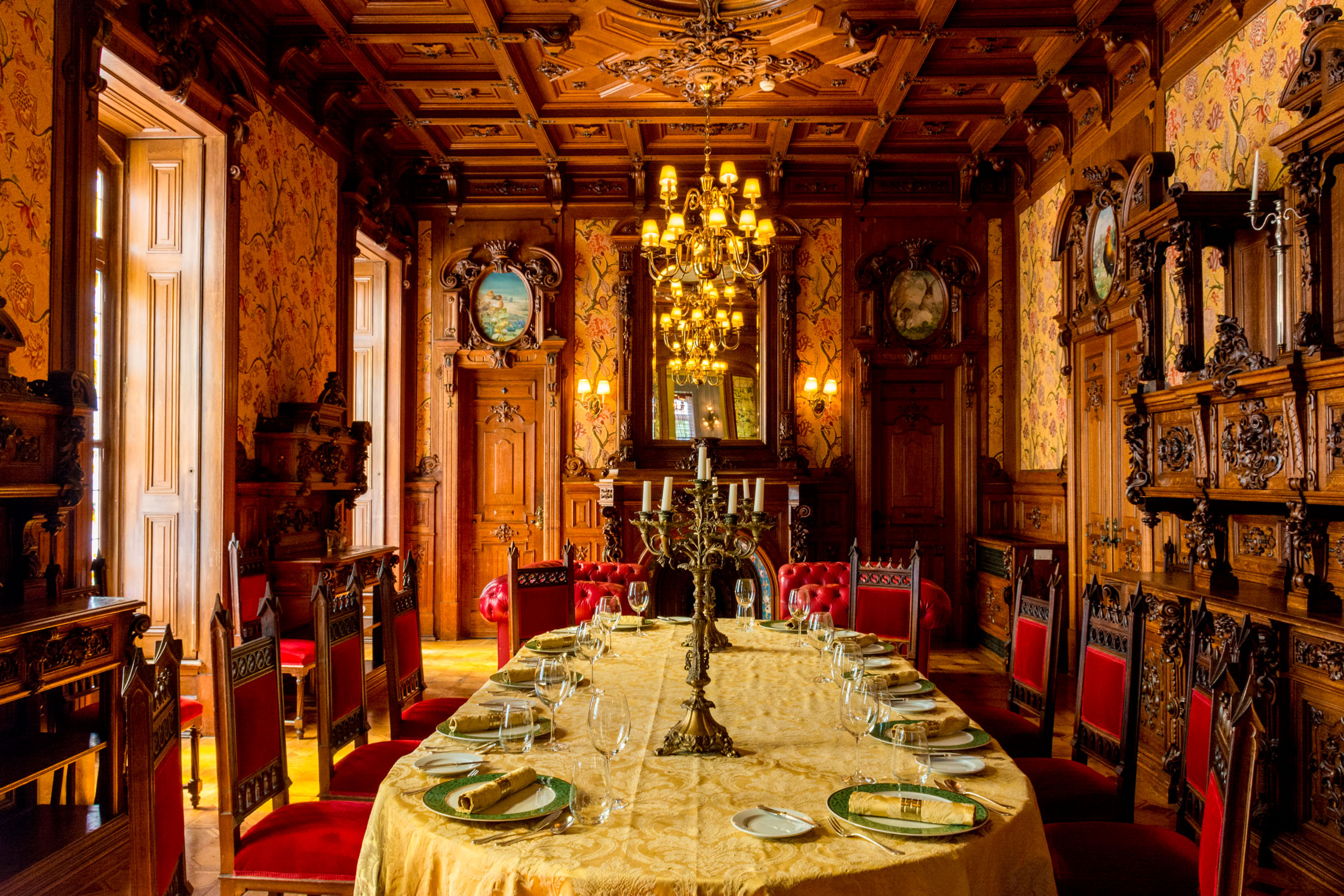 One of the private dining rooms inside the palace