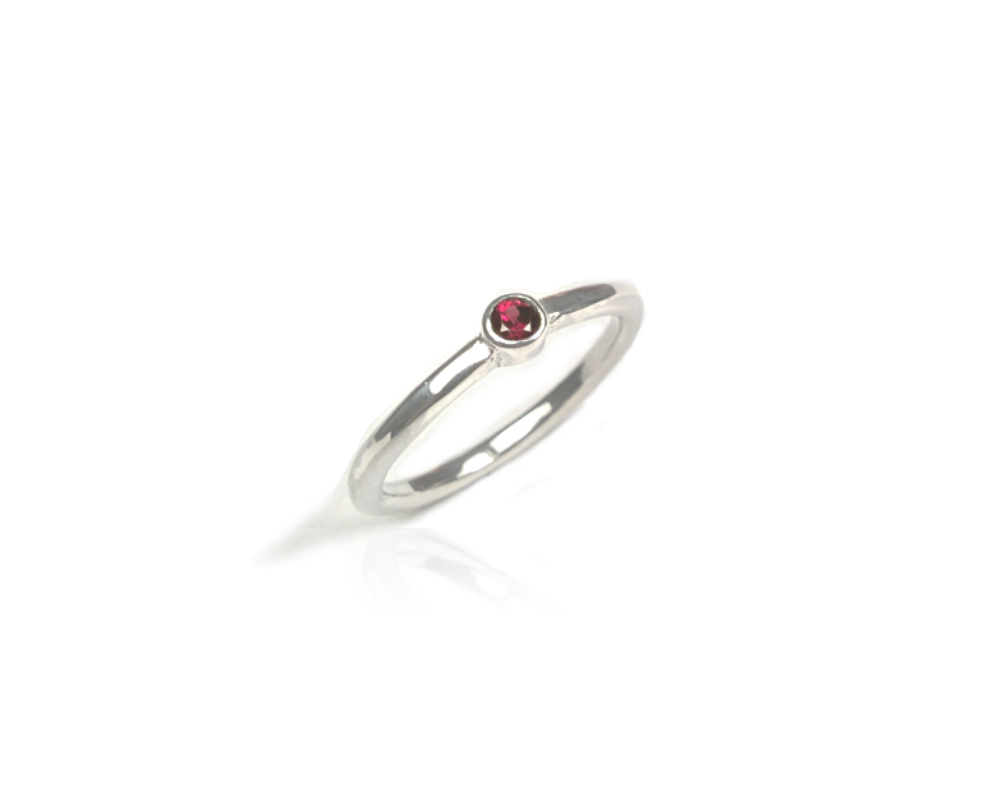 Engagement ring with Rhodolite Garnet