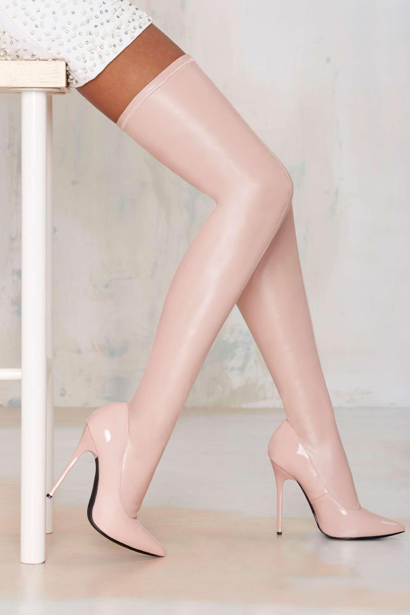 silver_girl_pink_fantasy_nasty_gal_4.jpg